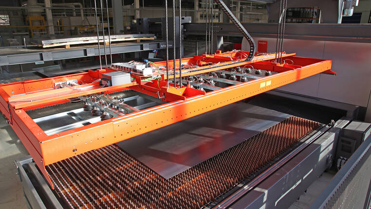 The loading and unloading solution ByTrans Cross automates material handling around the laser cutting process.