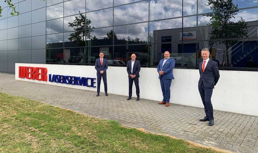 Smiling faces after signing the contract, from left to right: Marius van der Hoeven, Managing Director Bystronic Germany and Benelux; Patrick van den Berg and Martin van de Weg, former owners Weber Laserservice BV; Marco de Jong, Managing Director Bystronic Benelux