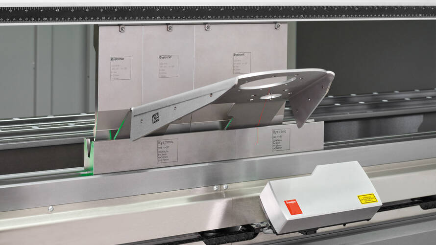 High degree of repetition accuracy: The high-precision LAMS angle measuring system ensures that all the critical factors are compensated during the bending process.